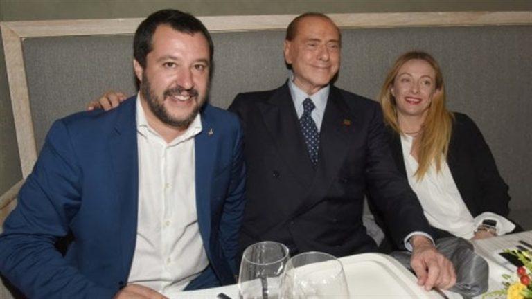 """Berlusconi: """"Abbiamo il dovere di provare a cambiare governo"""""""