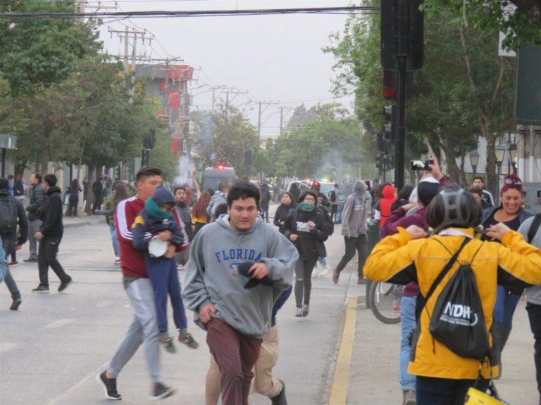 Aumenta il biglietto del metrò, scoppia la rivolta a Santiago del Cile: 3 morti