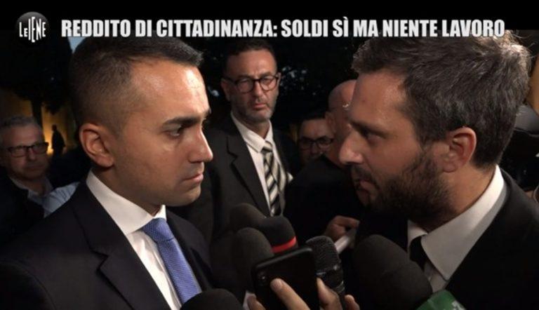 Flop reddito di cittadinanza, le Iene ne chiedono conto all' ex ministro Di Maio che barcolla e scappa via. La trasmissione lancia 'non voglio il divano'