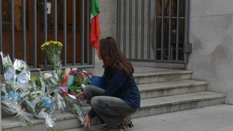 """Poliziotti uccisi, il giorno del dolore. La madre del killer: """"Chiedo perdono"""". Polemiche sulla sicurezza: """"Servono leggi più dure"""""""