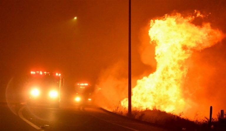 Los Angeles a fuoco: a rischio 23 mila abitazioni, evacuate 100 mila persone. Una catastrofe inaudita