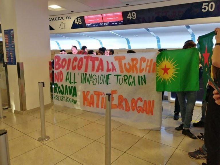 Bloccati i voli per la Turchia, blitz degli attivisti a Capodichino. Sabato grande manifestazione a Napoli in solidarietà del popolo curdo