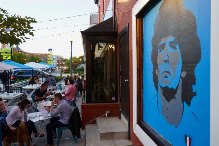 Il mito di Diego Maradona fa impazzire l'America e spunta il murales in suo onore
