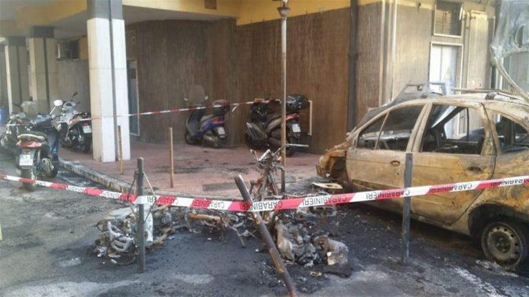 """S'indaga sull'incendio doloso dello scooter del sindaco Giorgio Zinno: """"Sono dei vigliacchi, non ho paura"""""""