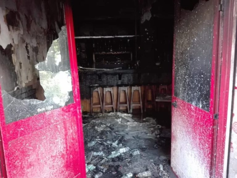 Squadriglie nere in azione: fiamme al 'BarakaBistrot', locale poco distante dalla libreria 'Pecora elettrica'. Contro i fascistoidi occorre il pugno duro dello Stato: se non ora, quando