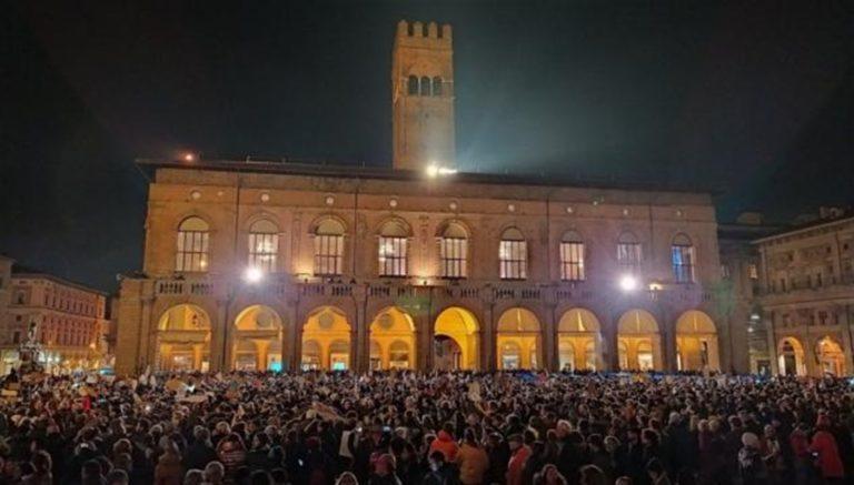 'Sorrento non si lega'. Ecco l' esordio delle  'fravaglie gialle' , le 'sardine' napoletane contro Salvini
