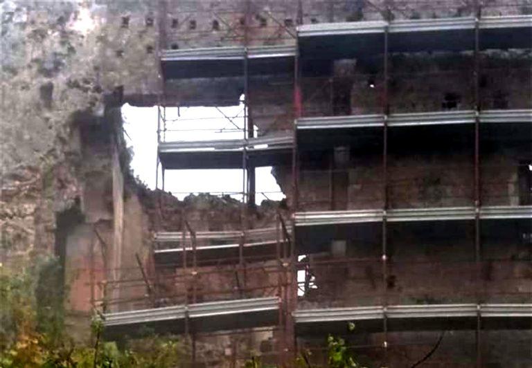 Crolla parte del Castello di Castel Volturno