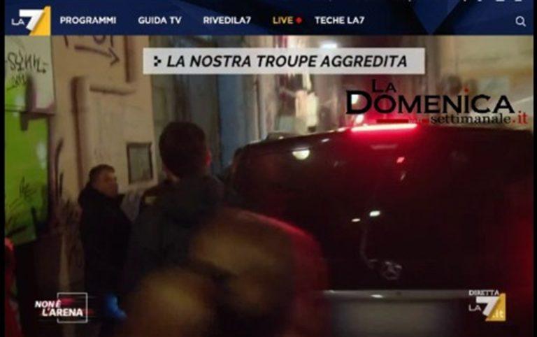 VIDEO. A Napoli, vicolo blindato per il concerto di Tony Colombo. Cronista di La 7 malmenato da scagnozzi perchè fa le domande