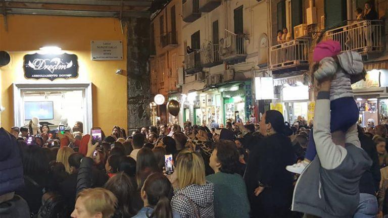 Tony Colombo alla Pignasecca per un concerto d'inaugurazione di un negozio : Avrà questa volta tutte le autorizzazioni?