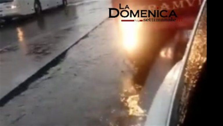 Napoli come Venezia: l'acqua è alta