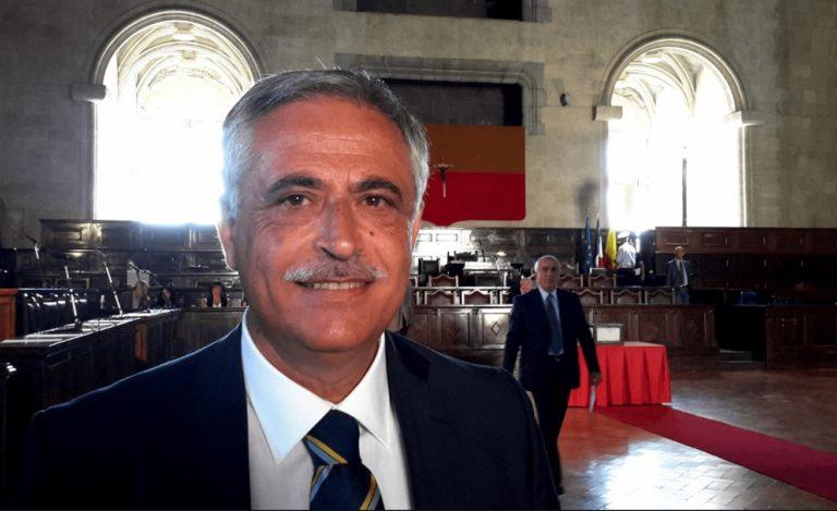 """VIDEO. Nino Daniele cita Cicerone e fa una preveggenza: """"Se in politica vuoi la riconoscenza adotta un cane"""""""