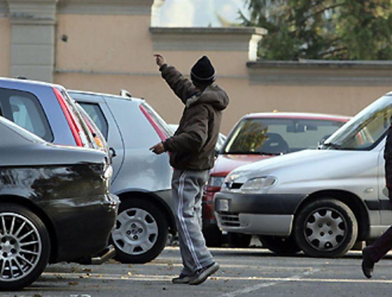 Scatta la scure sul reddito di cittadinanza: beneficiari 14 parcheggiatori abusivi
