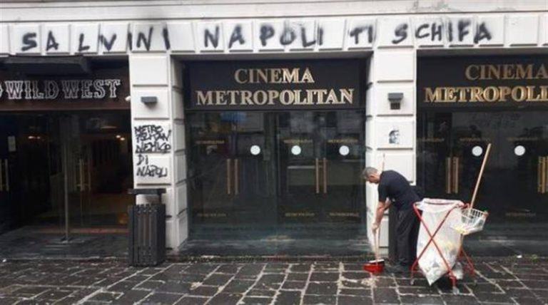 Salvini sbarca a Napoli e attacca tutti : De Luca, de Magistris e Di Maio. Clima pesante contro i cronisti