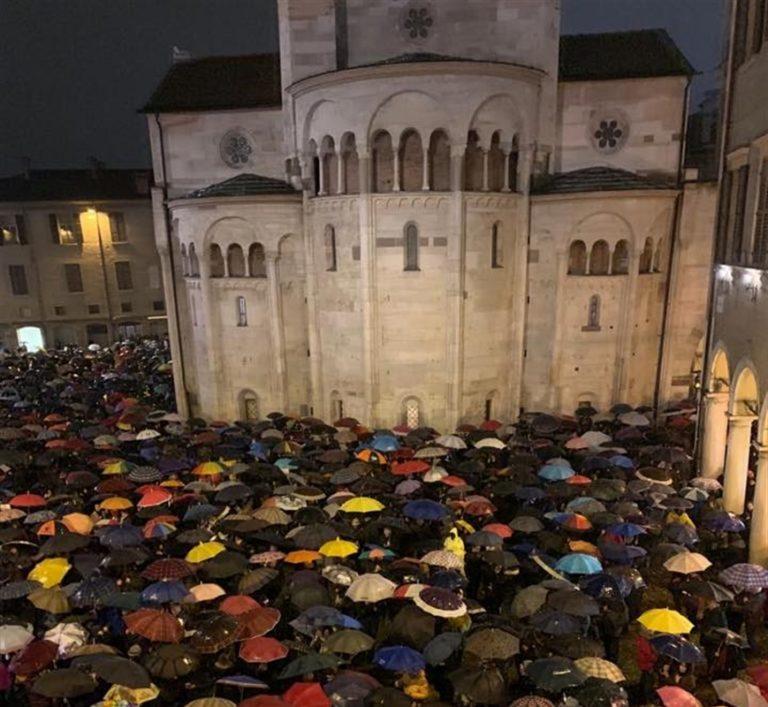 L'effetto 'sardine' anche a Modena: la rabbia di Salvini