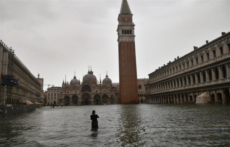 Torna la paura a Venezia: l'acqua sfiora quota 160 cm