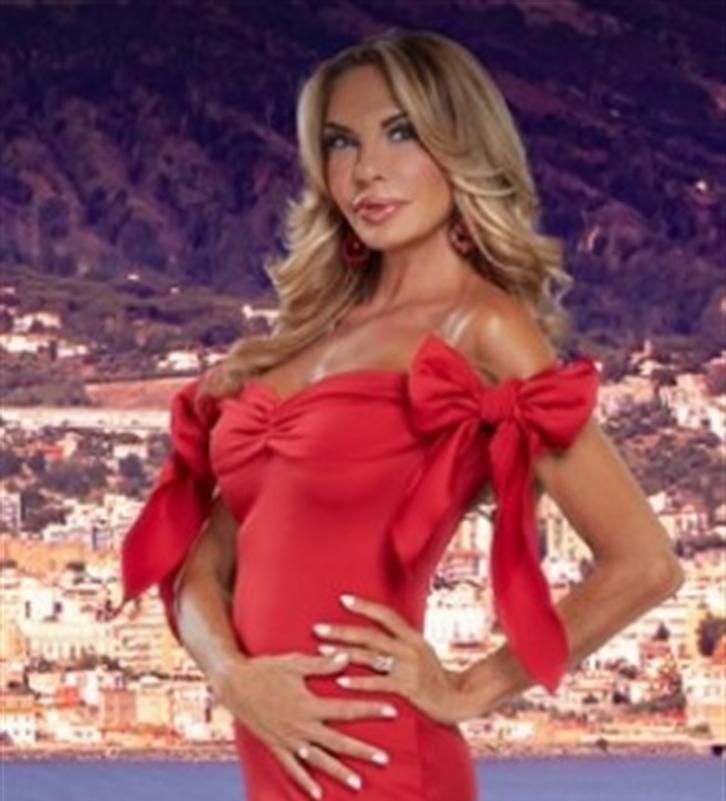 VIDEO. Alla signora Daniela di 'The Real Housewives di Napoli' la pernacchia di don  Ersilio Miccio