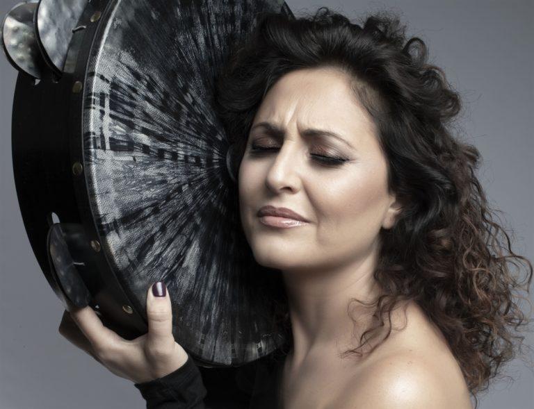 Fiorenza Calogero, il nuovo tour di 'DonnaMadonna- Canto Mediterraneo' con un omaggio a Fabrizio De Andrè