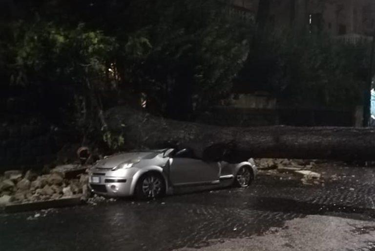 Maltempo a Napoli, sembrava l'apocalisse: ingenti danni in città