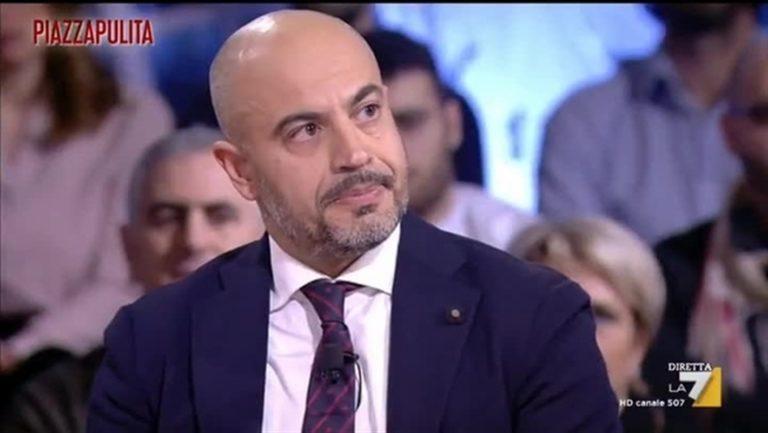 """La denuncia di Paragone, ex M5S: """"Di Maio ha piazzato i compagni nei ministeri a spese dei contribuenti"""""""