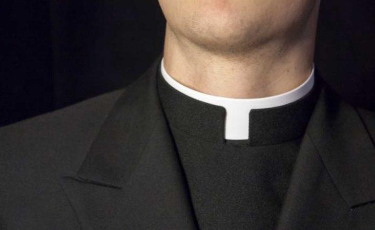 Sacerdote finisce in manette, avrebbe abusato di persone disabili e fragili