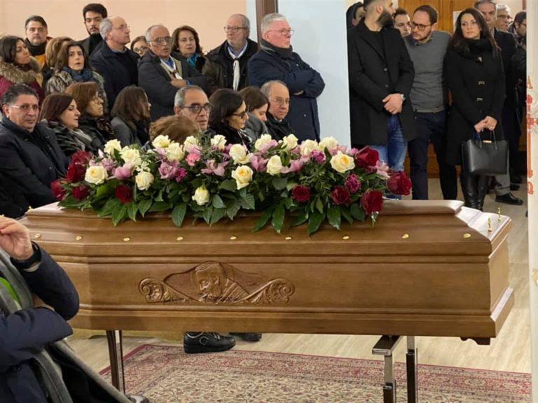 L'addio a Iolanda, l'anziana madre di don Peppino Diana, il parroco ucciso dai killer della camorra