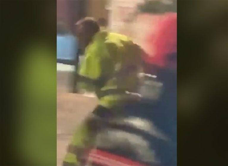 VIDEO. Operatore di 'Napoli servizi' nel mirino di una baby gang