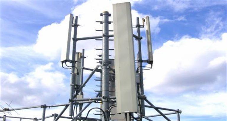"""Scoppia la guerra 5 G, barricate contro le nuove antenne. Scende in campo la Regione Campania con """"le ragioni di prudenza"""", stop alle installazioni"""