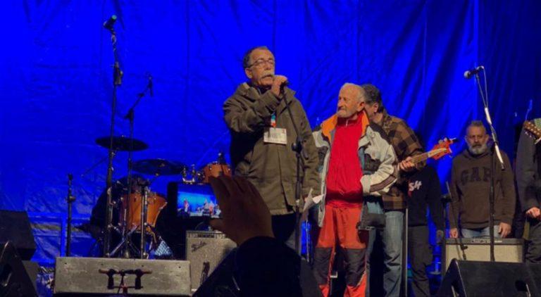 Sandro Ruotolo sul palco delle Sardine acclamato dai 40 mila di Bologna