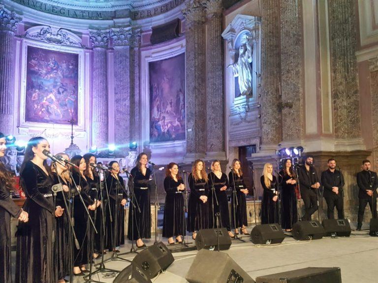 Rapiti dalle note con il 'Coro della città di Napoli' diretto dal maestro Carlo Morelli