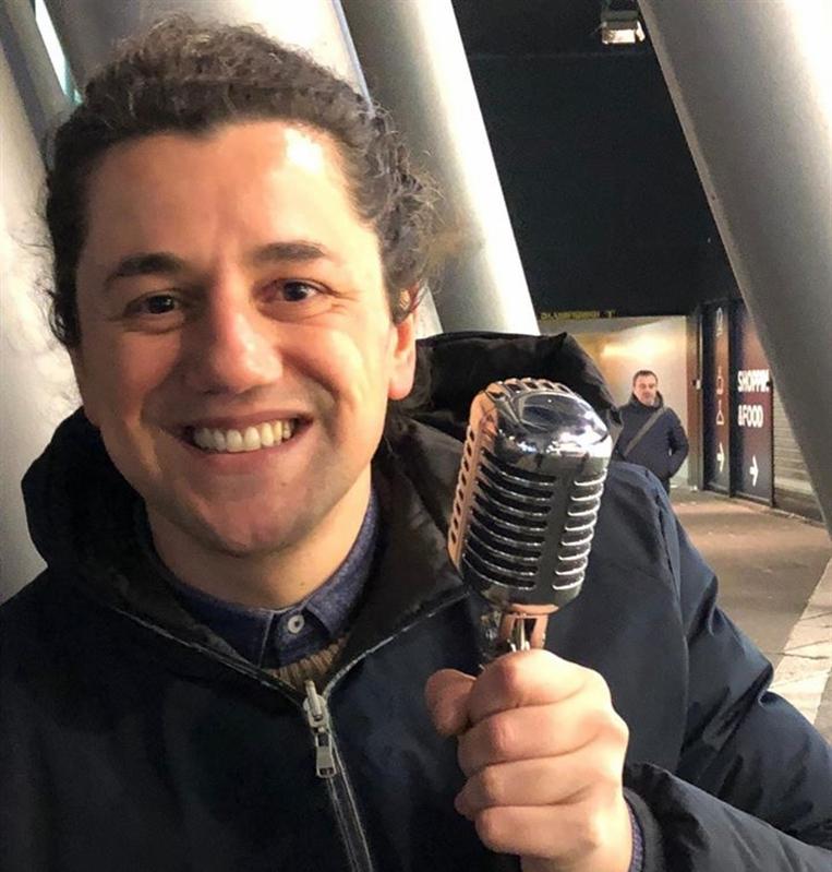 Il cantante Fabio Serino 'invitato' ad andare via prima dell'esibizione nello spazio sottostante la nuova stazione in piazza Garibaldi
