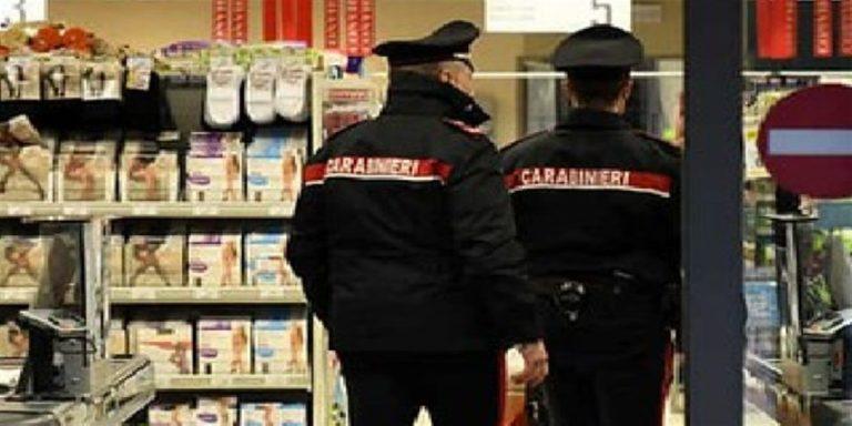 I carabinieri fanno la spesa