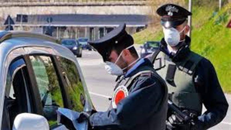 Carabinieri comprano medicine a 80enne solo