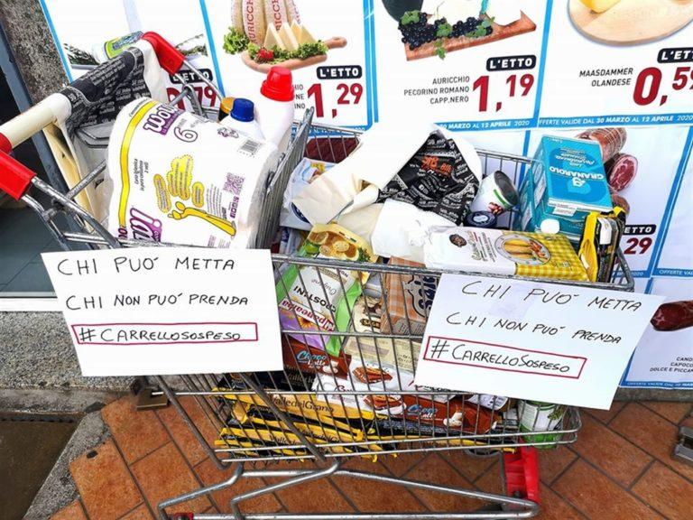 A Napoli ora c'è il 'carrello solidale' davanti a market
