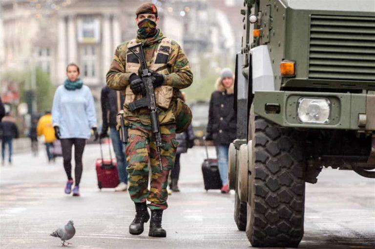 Per i controlli  in Campania ci sarà l'Esercito: De Luca convince Conte
