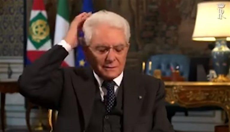 Il presidente Mattarella 'casualmente' con un fuorionda fa sorridere gli italiani