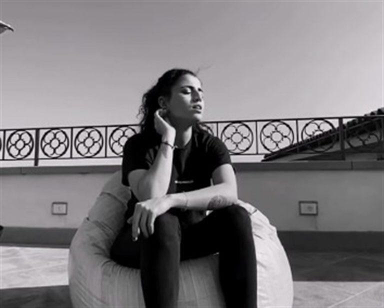 VIDEO. È commozione a Napoli: Sara Daniele dedica una canzone al suo papà Pino