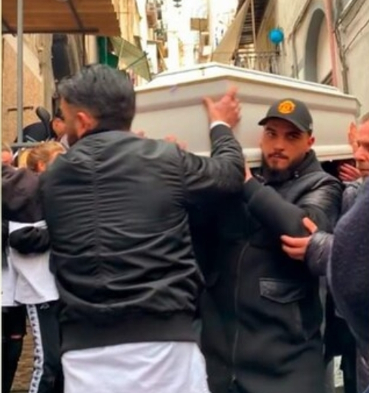Ugo Russo torna ai Quartieri Spagnoli. Lunedì si celebreranno i funerali
