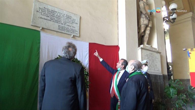 Il partigiano Antonio Amoretti, 93 anni, più forte del Covid. Presiede 'La festa della Liberazione' e canta 'Bella Ciao' da Palazzo San Giacomo