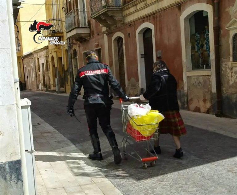 Carabinieri aiutano famiglia