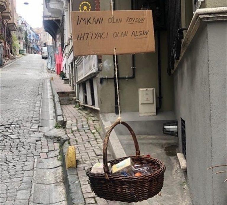 Istanbul guarda a Napoli: nasce il cestino della solidarietà