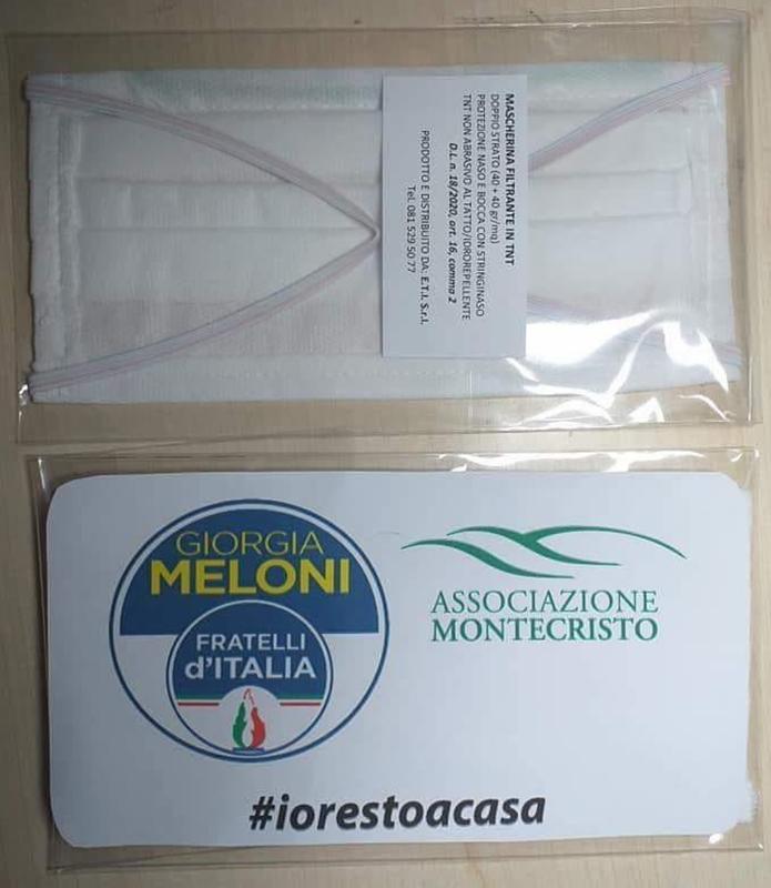 Fratelli d'Italia fa propaganda regalando mascherine con il simbolo