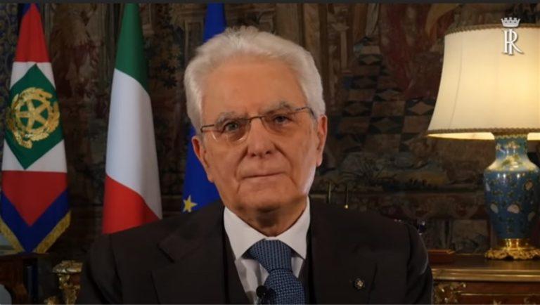 """Il presidente Mattarella agli italiani: """"Sarà una Pasqua diversa, ma ce la faremo"""""""