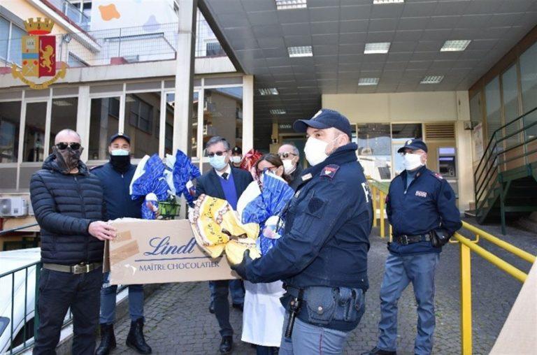 Polizia ritrova uova di Pasqua rubate, titolare  minimarket le dona all' Ospedale Santobono