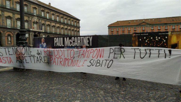 """Scatta la protesta degli attivisti: """"I diritti prima dei profitti"""""""