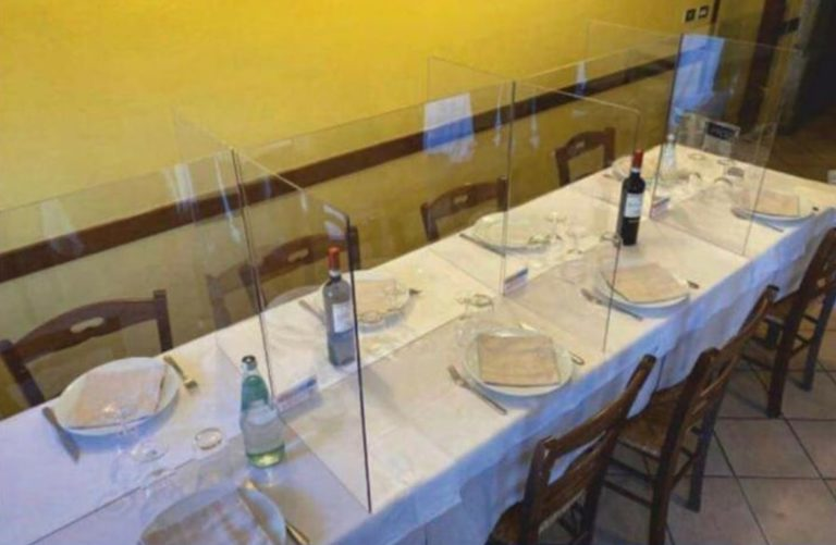 Convivere con il Covid-19: ristoranti, pub e pizzerie con separè in plexiglass