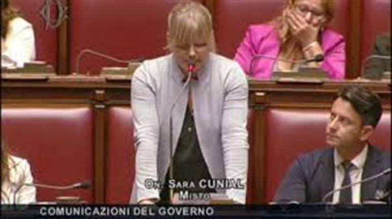 """Deputata Cunial: """"Il presidente della Repubblica è la vera epidemia"""". Ora rischia l'accusa di vilipendio"""