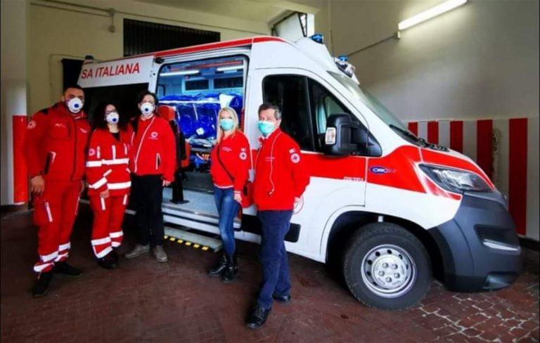 La Croce Rossa dona al Cotugno ambulanza e barella di biocontenimento per il trasporto dei pazienti Covid