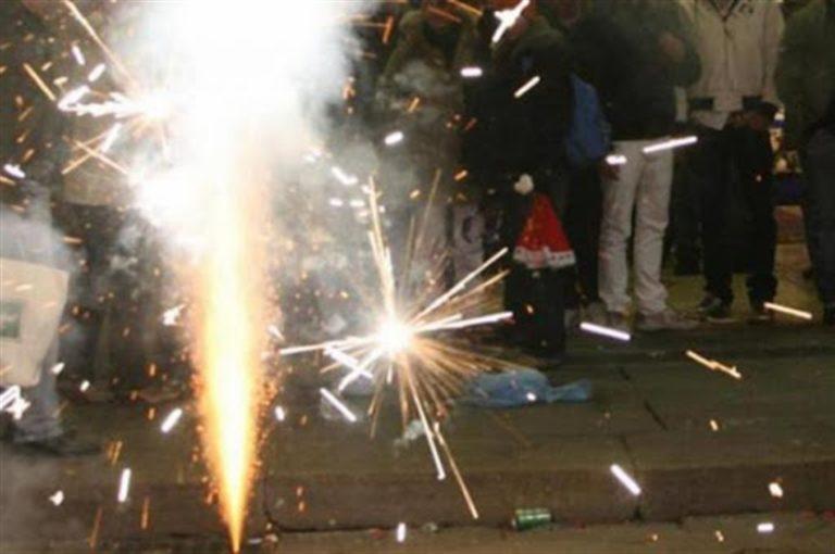 Per il compleanno della moglie fuochi d'artificio come a Capodanno : denunciato