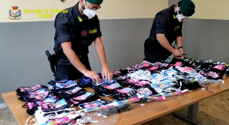 Mascherine per bambini contraffate: scatta il blitz della Guardia di Finanza