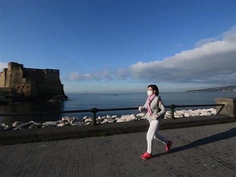 La piroetta di De Luca: 'si' all'asporto, abolizione delle fasce orarie, 'si' al jogging dalle 6 alle 8,30 senza mascherina